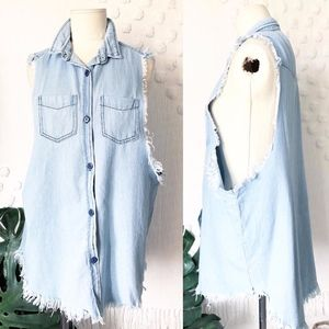 NEW LF RUMOR FRAYED EDGE OPEN SIDE CHAMBRAY TOP